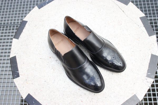 Modèle de chaussures hommes unique original rare et super confortable.
