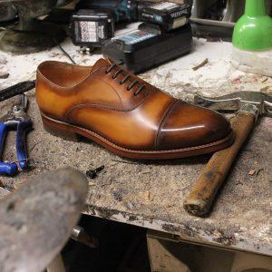 Richelieu bout droit simple et classique en cuir naturel